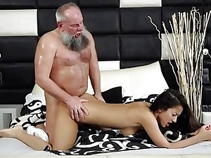 Youthfull The man Teen Takes Facial Newcomer disabuse of Grandpa