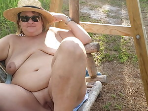 Mature BBW just relieving on a wag in the forest (no audio)