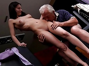 Teen cutie gets fucked off out of one's mind elder Bruce
